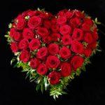 Hermanfriedhof Augsburg Trauerherz mit roten Rosen